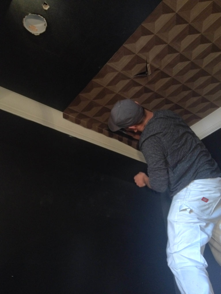 Installing laminated wood parquet on a ceiling
